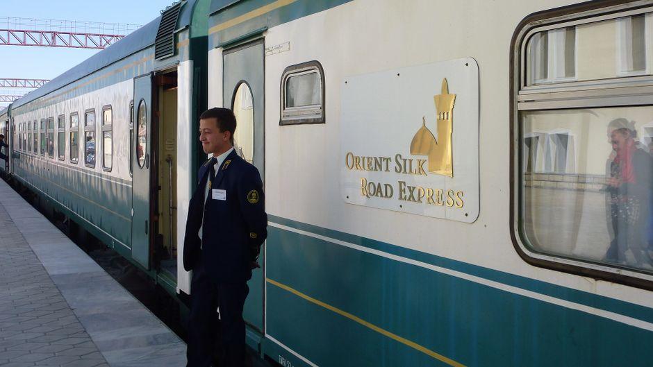 Personal vorm Orient Silk Road Express in Usbekistan.