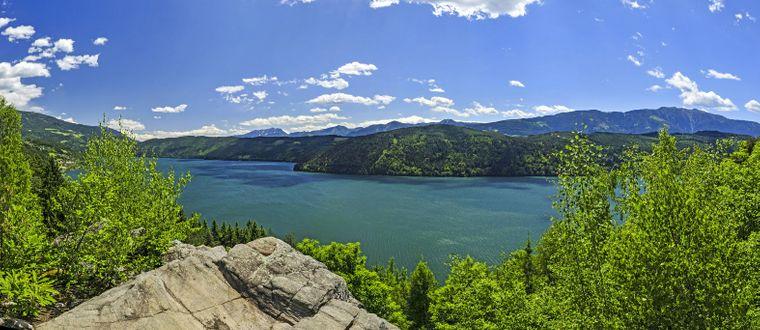 Der Millstätter See in Kärnten mit seinem herrlichen Panorama.