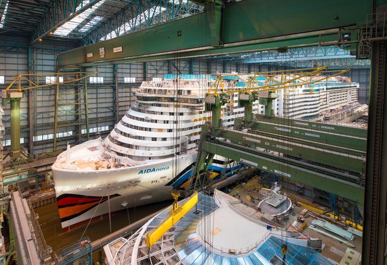 """Die """"Aidanova"""" steht kurz vor dem Ausdocken in der Meyer Werft in Papenburg."""