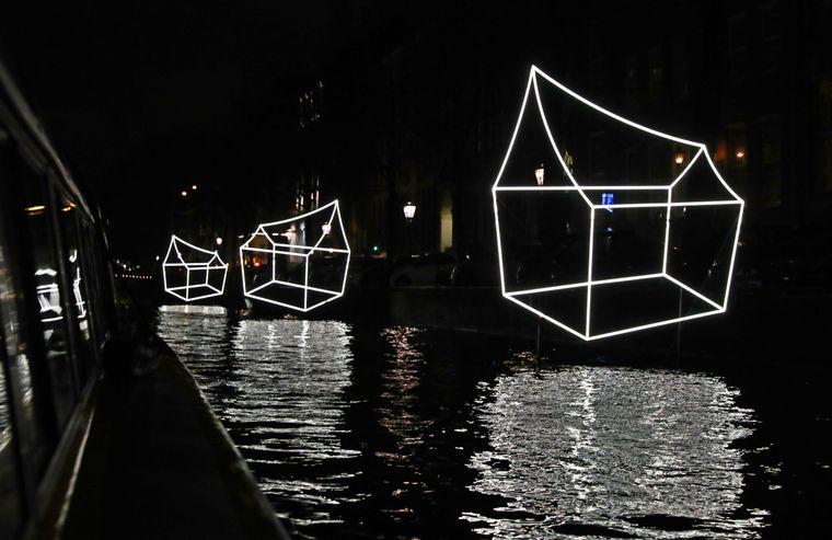 """Lichtkunstwerk """"Welcome to my home(town)"""" beim Lichtfestival in Amsterdam."""