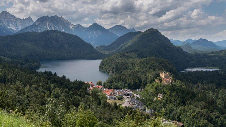Der Alpsee liegt dem Schloss Hohenschwangau zu Füßen.