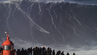 Kannst du den kleinen Punkt mitten auf der Welle sehen? Das ist Sebastian Steudtner am 18.01.2018 auf einem Wellenmonster in Nazaré.