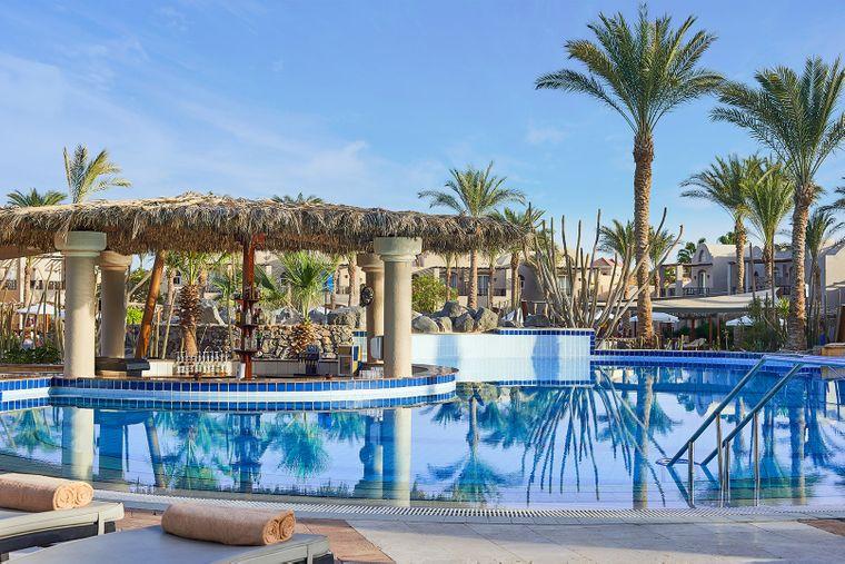 Im Fünf-Sterne-Hotel kommen Wasserratten und Sonnenanbeter gleichermaßen auf ihre Kosten.