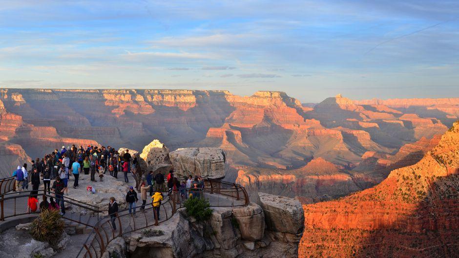 Sattsehen unmöglich: Der Grand Canyon fasziniert die Besucher mit seinem ständig wechselnden Farbenspiel. Von oben ist er am besten zu bestaunen.
