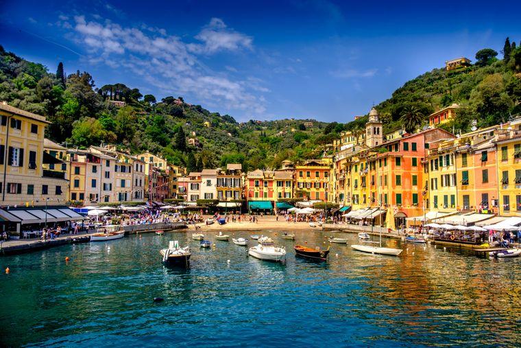 Das Fischerdorf Portofino liegt an der italienischen Riviera südöstlich von Genua.