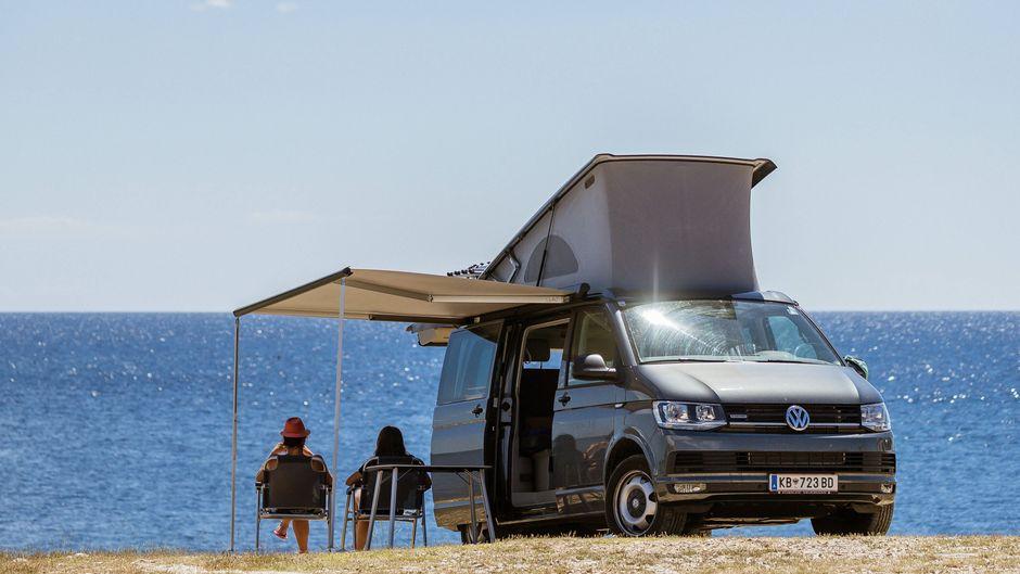 Ausblick auf die herrliche Adria – Camping in Europa hat einiges zu bieten.