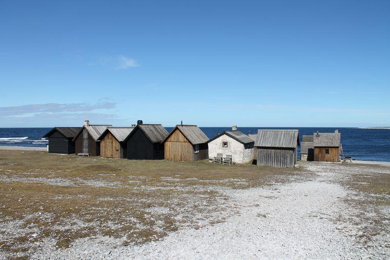 Fischerhütten am Strand von Gotland, Schweden.