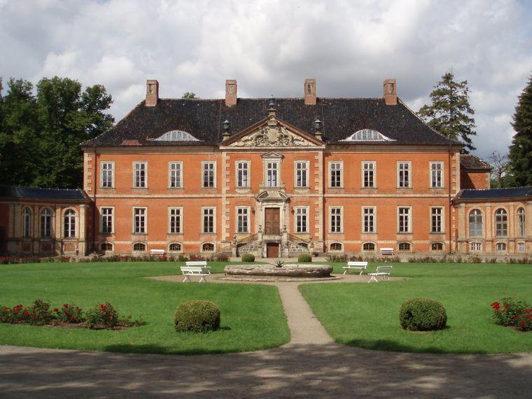 Das Schloss Bothmer ist ein beeindruckendes Bauwerk.