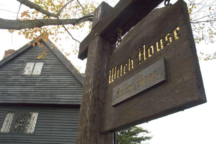 Im Witch House (deutsch: Hexenhaus) in der Essex Street in Salem standen mehr als 200 angebliche Hexen vor Gericht.