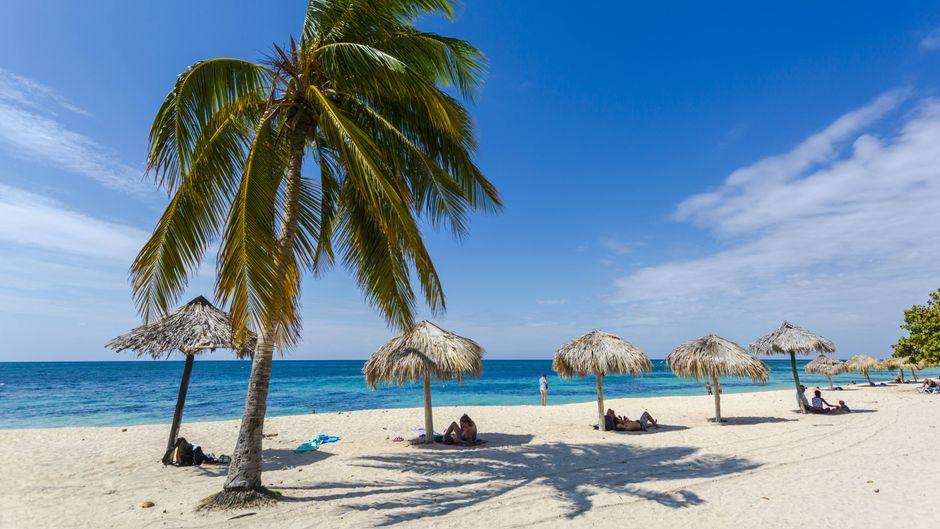 Touristen werden auf eigene Inselabschnitte gebracht, isoliert von den Einheimischen.
