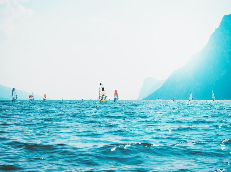Die italienische Gemeinde Nago-Torbole in der Provinz Trient liegt am Gardasee und ist bei Surfern und Tauchern beliebt.