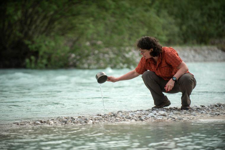 Minimalistisch reisen gehört zum Langstreckenwandern dazu, ebenso wie das Baden in und gelegentlich auch Trinken aus fließenden Gewässern.