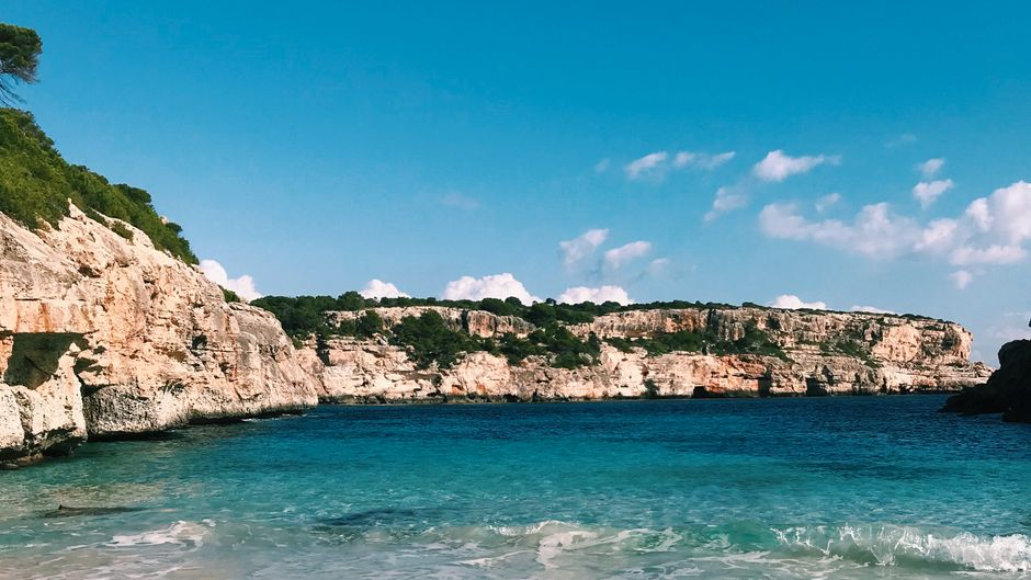 Bucht Cap des Moró auf der Balearen-Insel Mallorca.