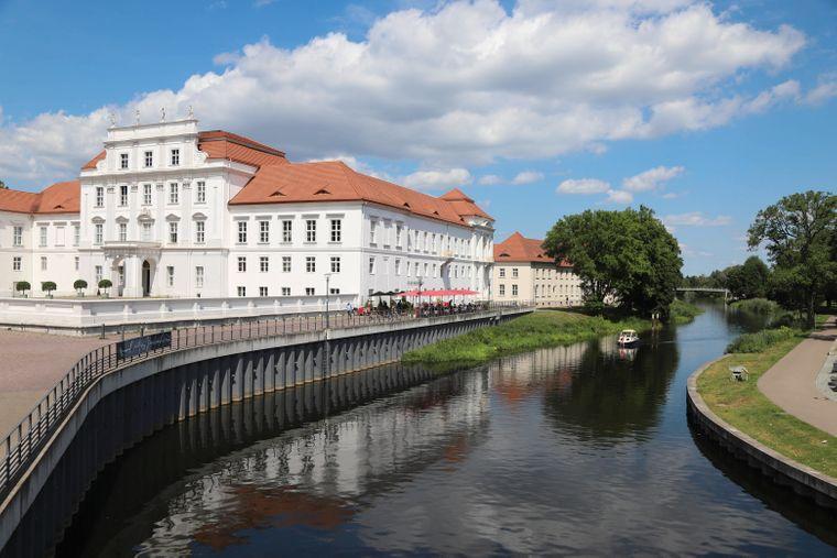 Das Schloss Oranienburg ist das älteste Barockschloss der Gegend.