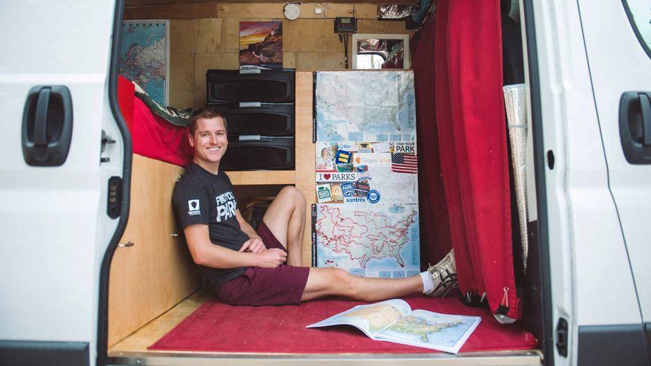 Mikah Meyer in seinem Van.