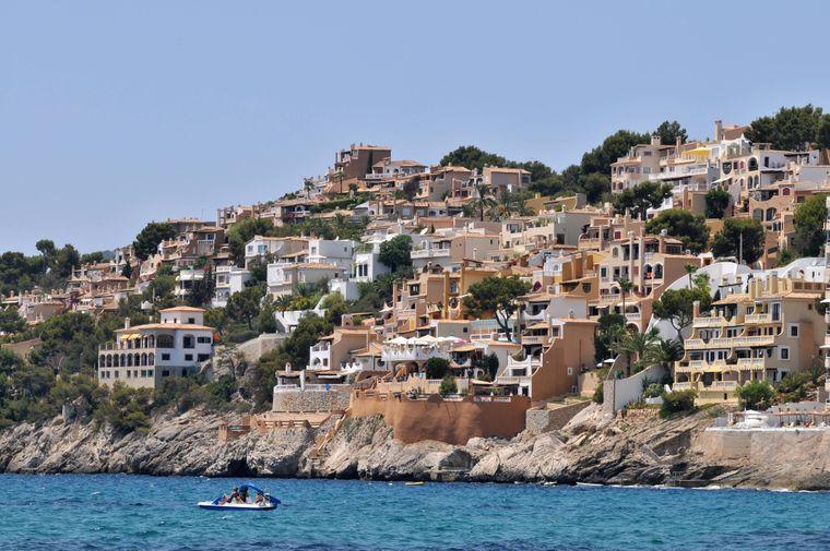 Klein und charmant: Die Bucht Cala Fornells. Der Anblick lohnt sich auch von oben!