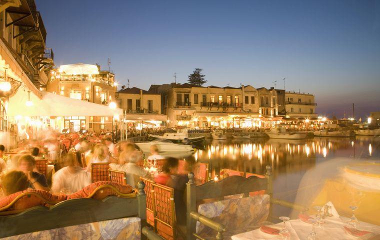 Shoppen und Feiern kannst du prima in Rethymnon auf Kreta.