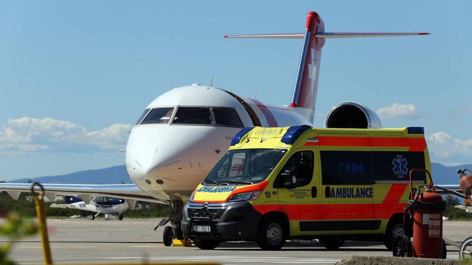 In dem Fall, dass die Reanimation erfolgreich ist, wird der Patient am Boden sofort an die Ambulanz übergeben.