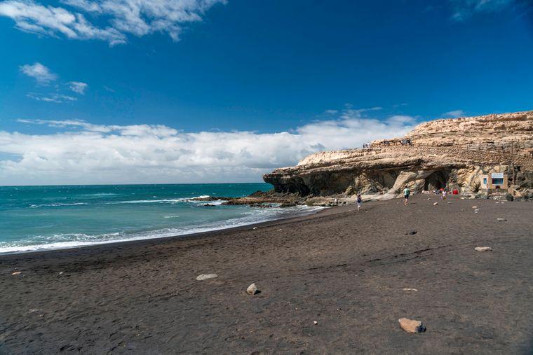 Der schwarze Strand Playa de los Muertos heißt übersetzt Strand der Toten.