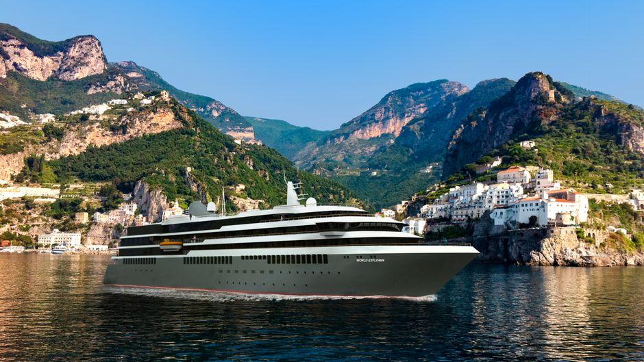"""Die """"World Explorer"""" ist das neue Kreuzfahrtschiff von Nicko Cruises – es ankerte bereits vor einigen Tagen in Hamburg, zum ersten Mal in einem deutschen Hafen. Zur Cruise Days Parade am Samstag ist es wieder vor Ort."""