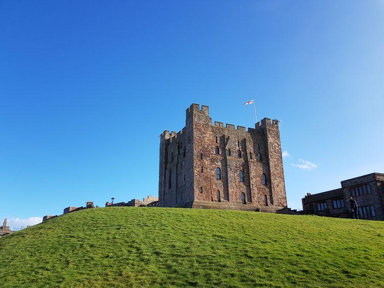Bamburgh Castle steht bereits seit dem fünften Jahrhundert an der Nordseeküste.
