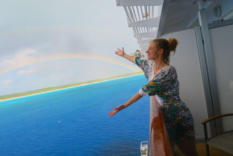 """Karibikregenbogen vor Half Monn Cay vom Balkon der """"MS Konigsdam"""" aus."""