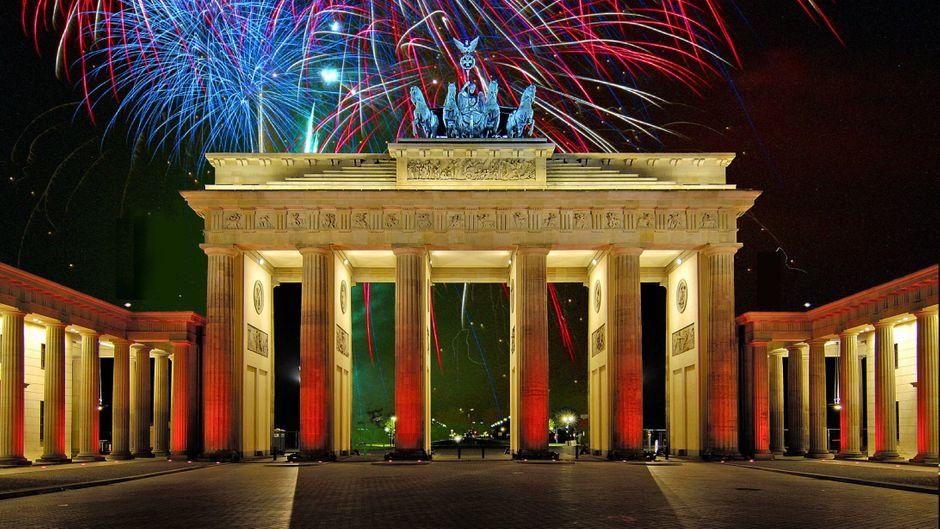 Das größte Feuerwerk der Hauptstadt und die größte Silvesterparty Deutschlands findet am Brandenburger Tor statt.