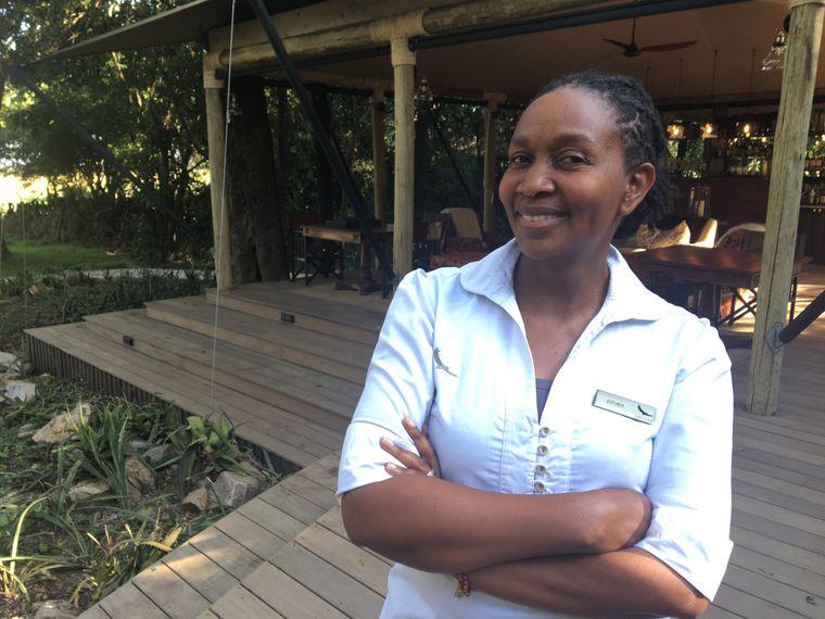 Esther Baridi managt das Bateleur Camp seit zehn Jahren. Sie hatte es als Frau zunächst nicht leicht, vom überwiegend männlichen Team als Chefin respektiert zu werden.