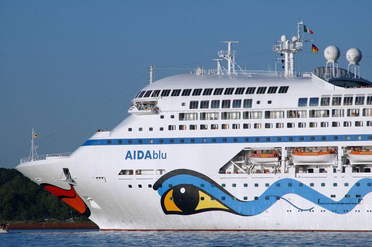 """Die """"Aida Blu"""" im Kieler Hafen."""