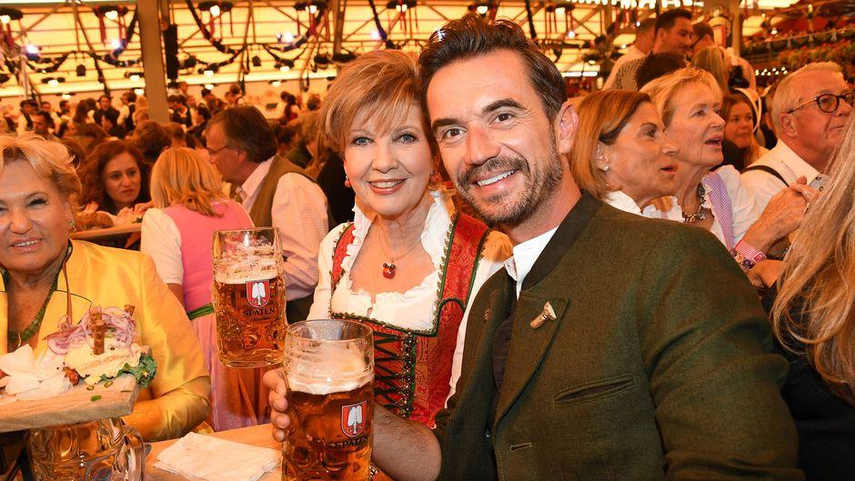 TV-Moderatorin Carolin Reiber und Schlagerstar Florian Silbereisen bei der Eröffnung des Oktoberfests – im auf Instagram am häufigsten erwähnten Festzelt.