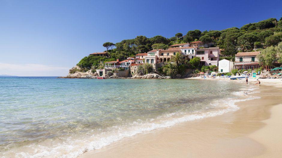 Bei Regen nur halb so schön: Elba bezahlt unter Umständen deinen Urlaub, wenn er verregnet ist.