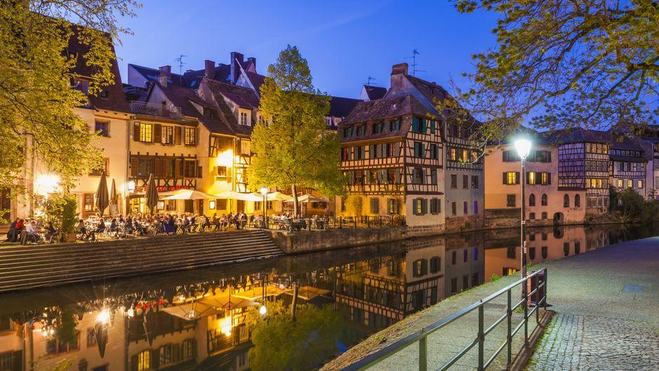 La Petite France ist ein Viertel der Straßburger Altstadt, durch das sich der Fluss Ill schlängelt.