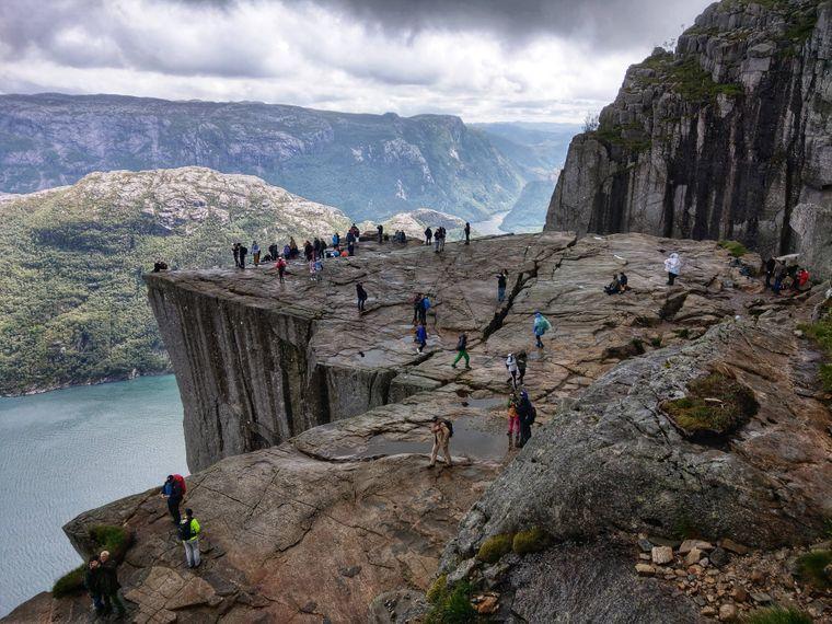 Ein Selfie auf dem Preikestolen in Norwegen birgt Gefahren.