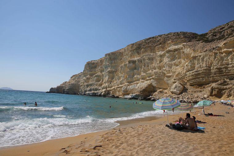 Der Red Beach bei Matala ist ein Hingucker-Strand auf Kreta.