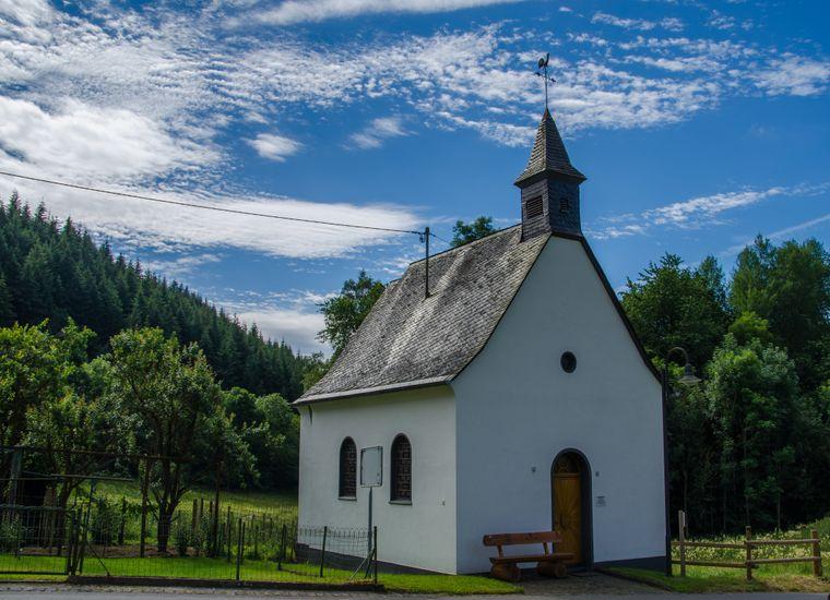Im früheren Wallfahrtsort Oberbaar führt die Route des Sieben-Dörfer-Weges an der St.-Donatus-Kapelle vorbei.
