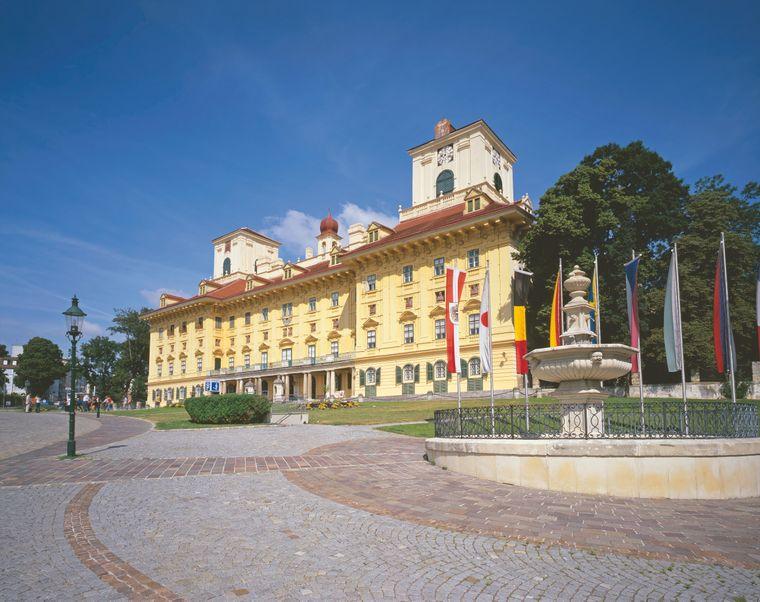 In Eisenstadt lohnt sich ein Besuch von Schloss Esterházy. Es war der wichtigste Ort in der Karriere des Komponisten Joseph Haydn.