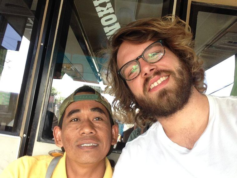 Selfies gehören zu einer Busfahrt auf Java offenbar dazu.
