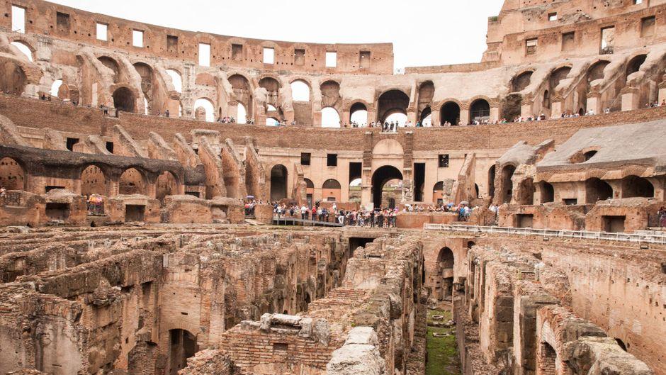 Das Innere des Kolosseums in Rom.
