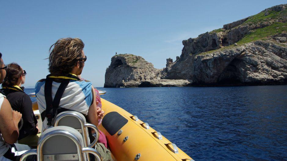 Von Colònia de Sant Jordi kannst du mit dem Boot auf die Insel Cabrera übersetzen. Hier wirst du Spannendes entdecken!