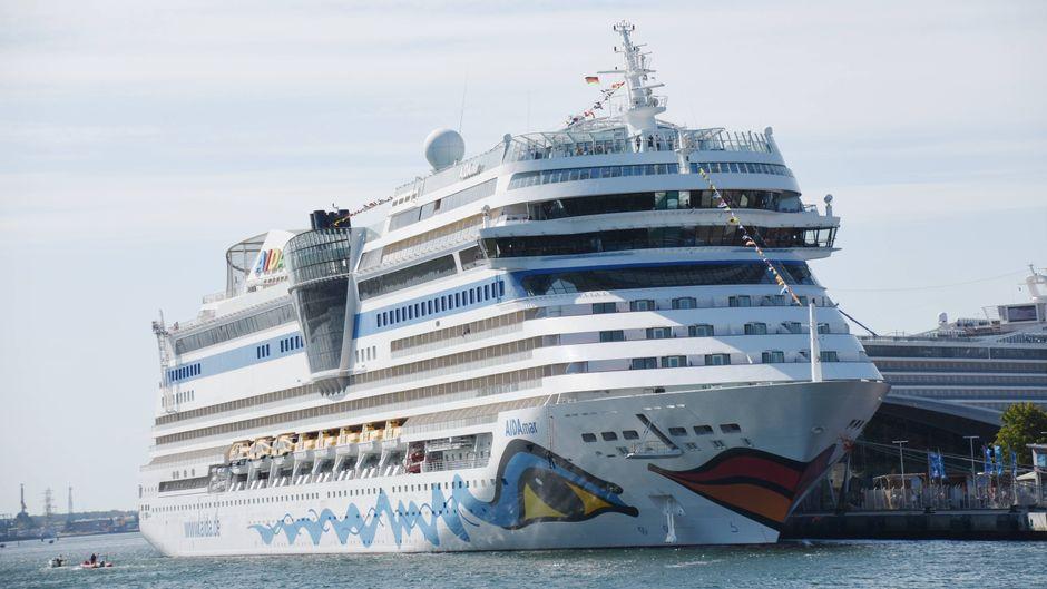 """Die """"Aida Mar"""" ist eines von mindestens vier Kreuzfahrtschiffen, auf denen nach Passagierangaben das Norovirus grassieren soll. (Symbolfoto)"""