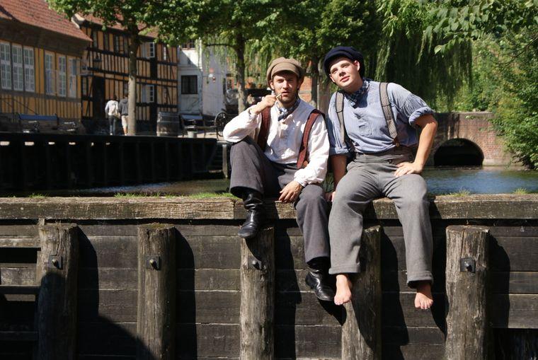 Darsteller in historischer Kleidung sorgen im Freilichtmuseum Den Gamle By dafür, dass es den Besuchern nicht schwerfällt, sich vorzukommen wie in einer längst vergangenen Zeit.