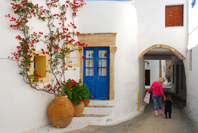 Tägliches Leben in den wunderschönen Gassen von Kythira in Griechenland.