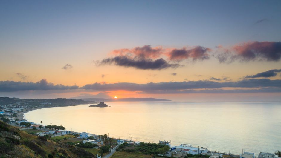 Sonnenaufgang an der Kefalos Bay auf Kos – eines der Highlights in einem Urlaub auf der griechischen Insel.