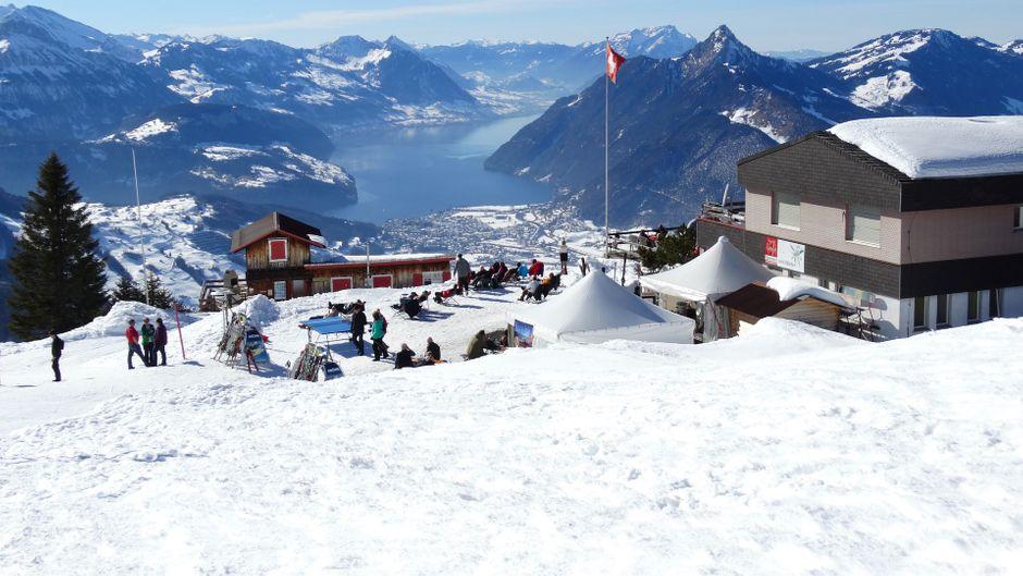 Direkt an der Piste, urig, entspannt: In einer Berghütte in den Alpen schläfst du wunderbar!