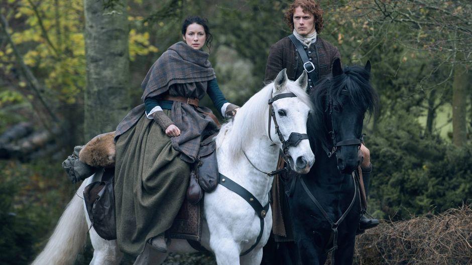 Claire Randall und Jamie Fraser – ein echtes Serientraumpaar. Wo kannst du dich in Schottland auf ihre Spuren begeben?