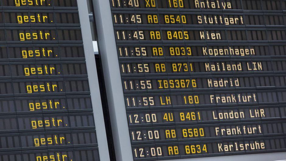 Fluggäste in Stuttgart, Düsseldorf und Köln/Bonn müssen am Donnerstag mit Verspätungen und Flugausfällen rechnen. (Symbolfoto)