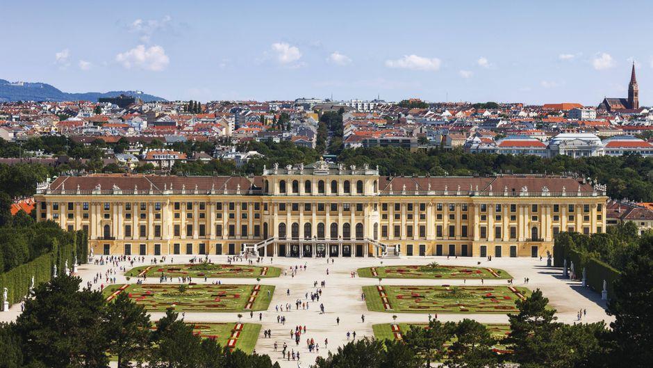 """Durch den Film """"Sissi"""" wurde das Schloss Schönbrunn in Wien berühmt."""