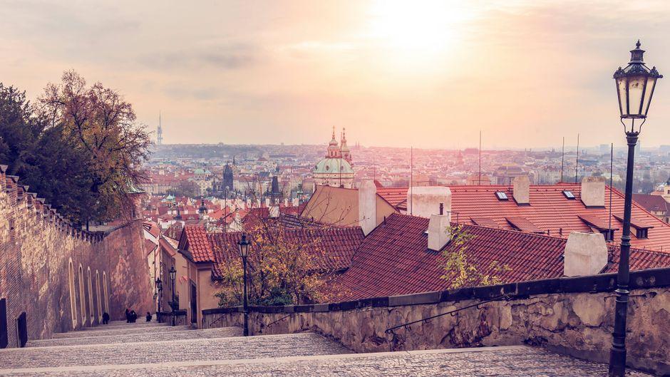 Blick auf die tschechische Hauptstadt: Die Prager Burg ist in der Ferne zu erkennen.
