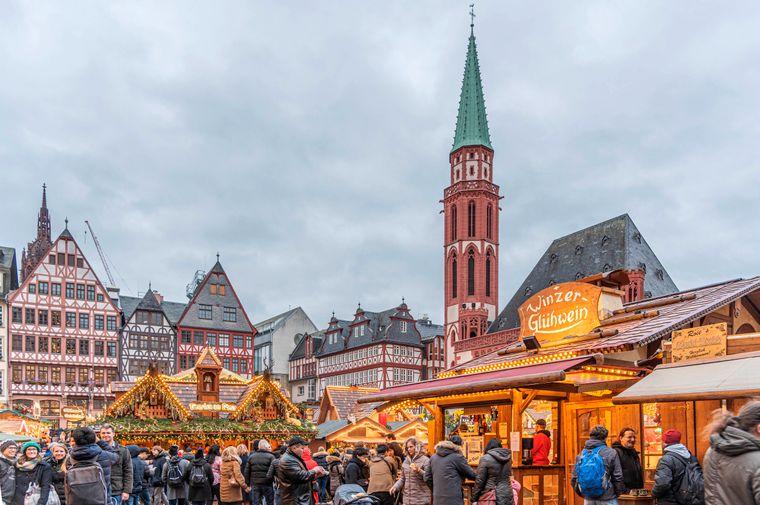 Weihnachtsmarkt auf dem Römerberg in Frankfurt.