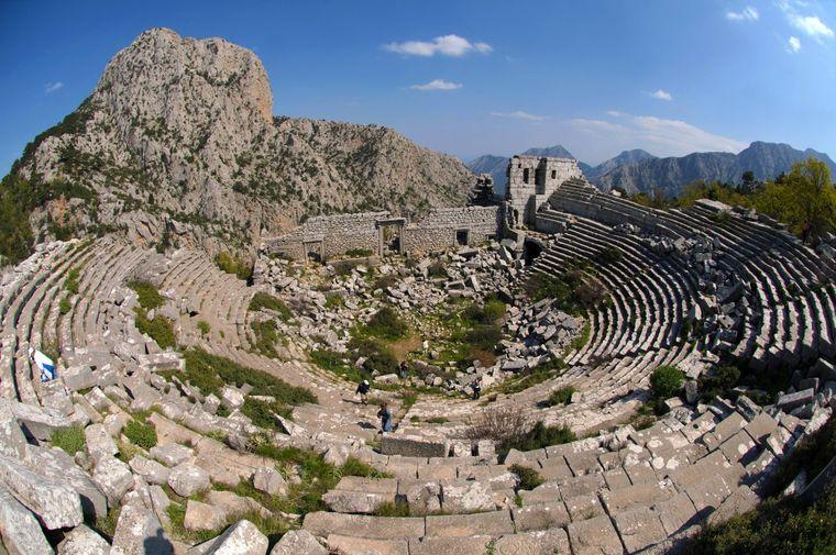 Die gut erhaltenen Ruinen der antiken Stadt Termessos befinden sich hoch im Taurusgebirge.
